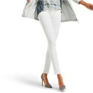 CAbi NWT White Curvy Skinny Jeans